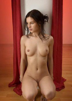 Молодая, красивая девушка ищет парня для секса без обязательств в Набереженые челны